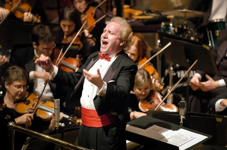 Enrique conducting during the Holiday Pops performance. Photo by Jim Cheek.